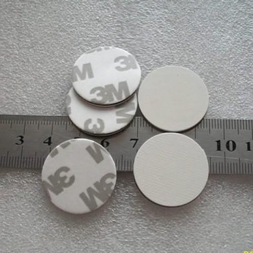 Bezkontaktní plastová MIFARE vodotěsná samolepka (13,56 MHz), IP66, QB-30M